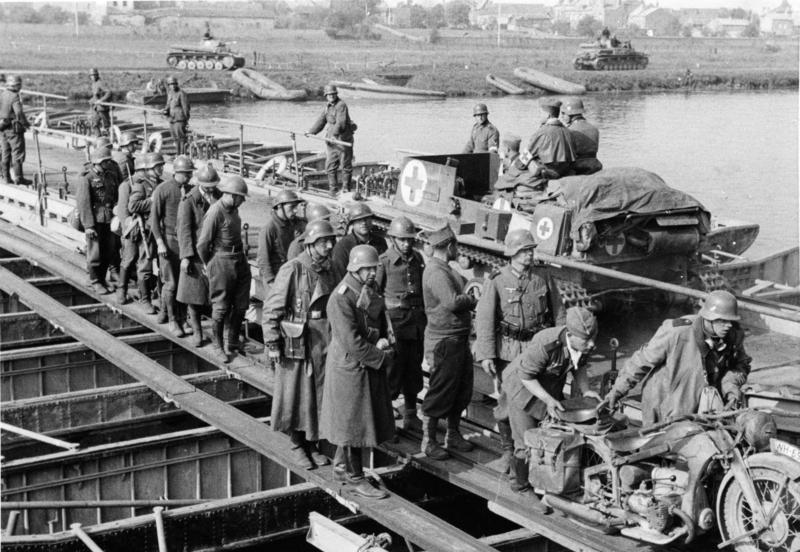 Początek inwazji Niemiec na kraje Beneluksu oraz Francję.