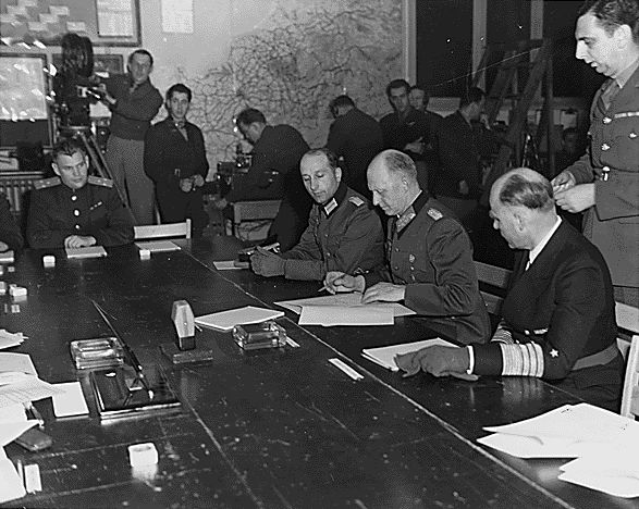 Podpisanie aktu bezwarunkowej kapitulacji Niemiec