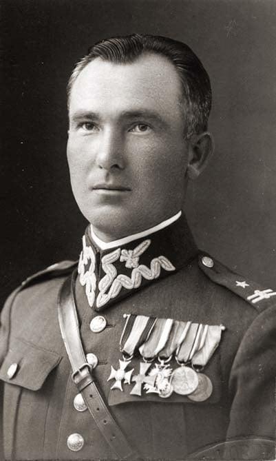 Urodził się Antoni Chruściel, gen. WP, komendant Okręgu Warszawskiego ZWZ-AK.