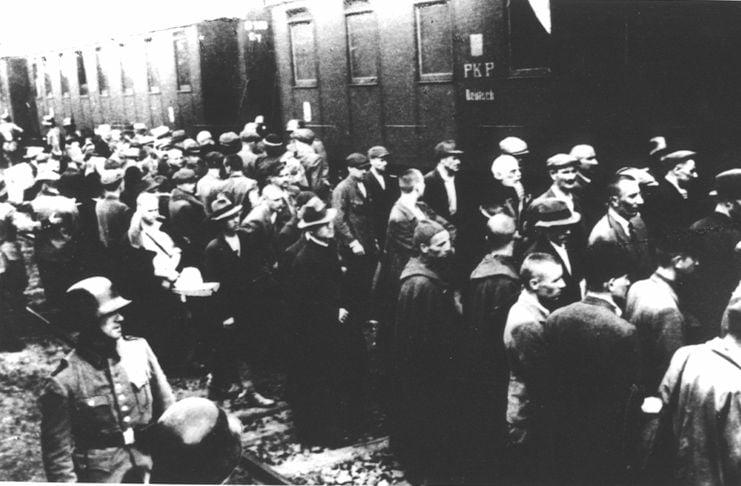 Pierwszy masowy transport więźniów do KL Auschwitz.