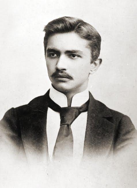 Urodził się Walery Sławek