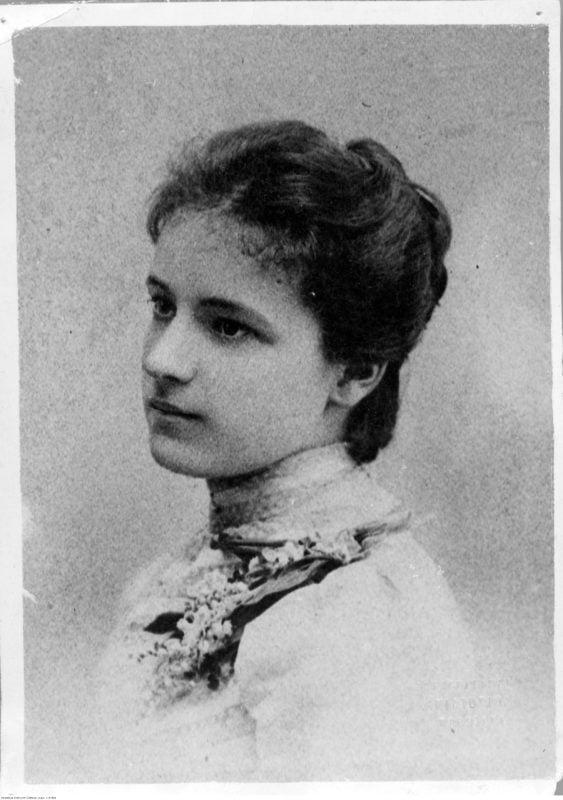 Urodziła się Irena Kosmowska