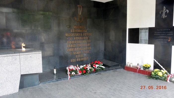 Oddanie hołdu zamordowanym przez Niemców 40 Polakom 27.05.2020 r.