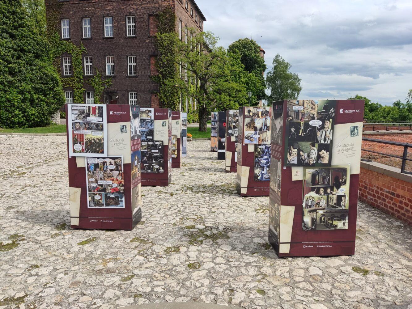 """Wystawa plenerowa komiksu """"Zaczęło się w Krakowie"""""""