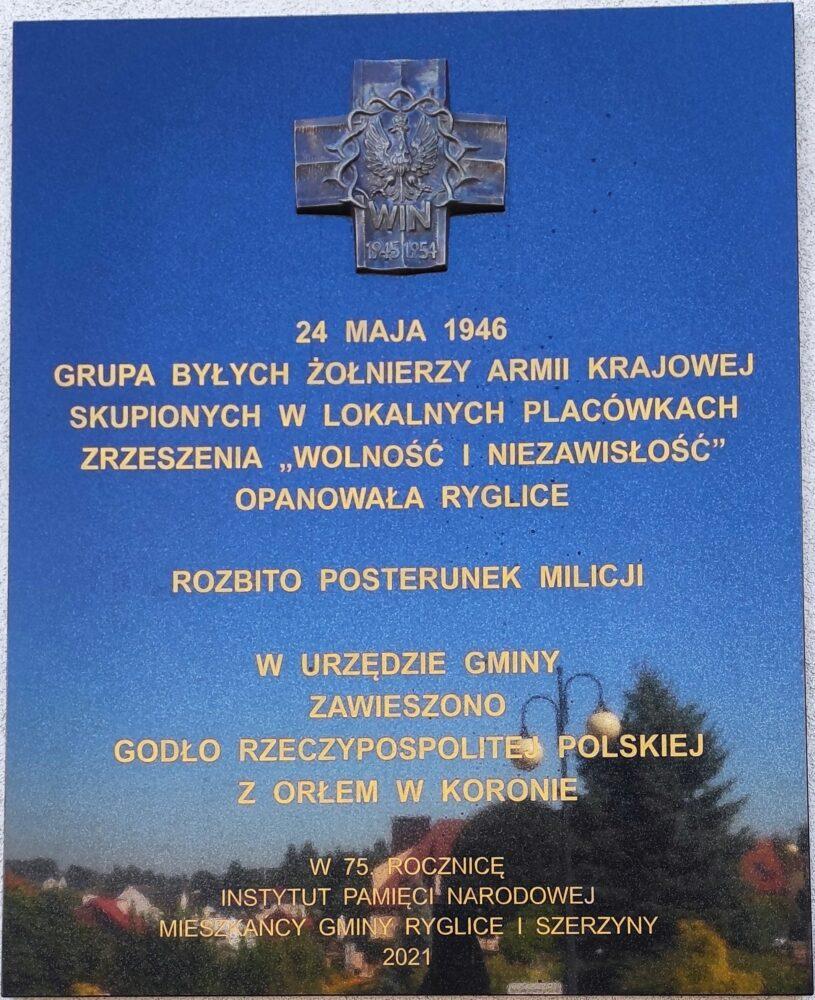 """Uroczystość odsłonięcia tablicy upamiętniającej działalność żołnierzy Zrzeszenia """"Wolność i Niezawisłość"""" z placówek Ryglice i Szerzyny"""
